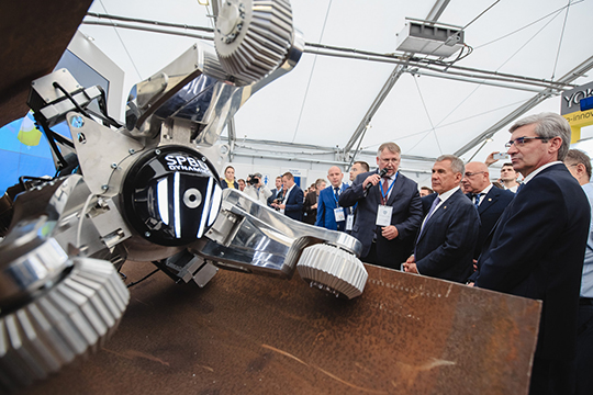 По словам разработчиков, новый робот умеет сам находить дефекты, проникать в самые труднодоступные места и минимизирует влияние человеческого фактора при анализе диагностики