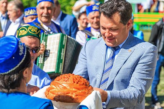 Чуть более месяца назад первым лицом Елабужского района стал Рустем Нуриев. Он является владельцем большого торгового центра «Мактама парк» впригороде Альметьевска