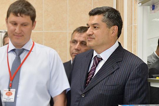Ильшат Тукаев (справа) с1998 года трудится настроительстве нефтегазовой инфраструктуры повсей стране. Основной актив Тукаева— компания «Ортэкс»