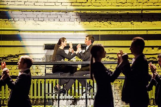 Жюри драматического театра в свой лонг-лист включило еще три спектакля из Татарстана. Среди них постановка «Место есть лишь в тишине» режиссера Имамутдинова в Альметьевской татарской драме