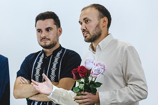 На «Золотую маску» в новом сезоне от РТ будет претендовать: спектакль «Аллюки» в трех номинациях — «опера/спектакль», «опера/работа режиссера» (Туфан Имамутдинов, справа), «работа композитора в музыкальном театре» (Эльмир Низамов, слева)
