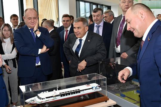 Не прошли даром лоббистские усилия генерального директора холдинговой компании«АкБарс»Ивана Егорова (справа)
