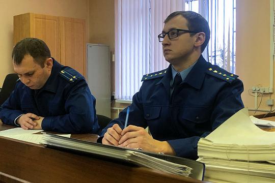 Давлетгараев по просьбе гособвинителя Динара Чуркина рассказал о том, что параллельно с руководством фирмой «Аида и Д» работал в самом ТФБ — аж с 1997 по 2011 год
