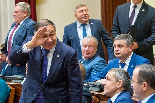 Эксперты отмечают, что Раис Минниханов неулетел «вкосмос», иимеет лично заработанный авторитет, грамотно управляя Сабинским районом