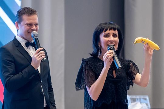 Вела светское мероприятие Елизавета Овдеенко — первая женщина-магистр «Что? Где? Когда?», которая активно продвигает свой авторский квиз BrainZona