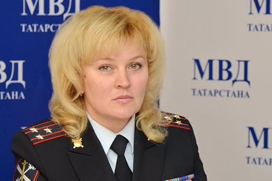 Начальник пресс-службы МВД по РТ Ирина Нижельская придерживается версии, что действия правонарушителей имитировали только сотрудники полиции в гражданской одежде, и ни один из учащихся якобы не был задействован