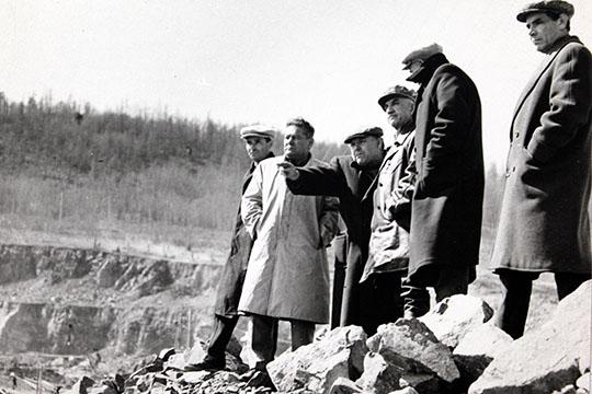 «Словом, незаметно для себя стал Батенчук вИркутске человеком видным. Тут ивпартии его восстановили. Между прочим, Батей его впервые здесь назвали»