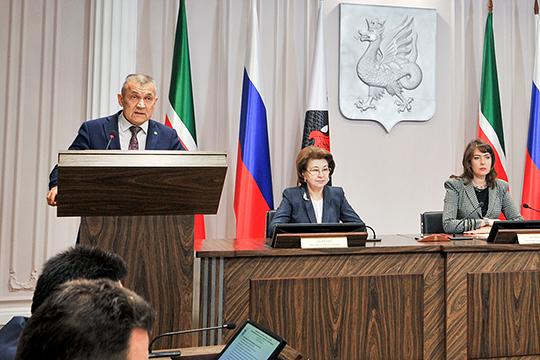 Начальник городского управления гражданской защиты Фердинант Тимурханов предложил ввести полный запрет на продажу фейерверков перед Новым годом — с 21 по 31 декабря
