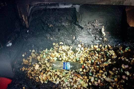 Запущеная кем-то пиротехника разбила окно и сожгла квартиру пенсионерки на улице Адоратского в Казани