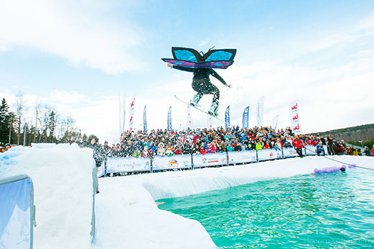 Гостей ждет насыщенная программа: прыжки вбассейн налыжах исноуборде, биатлон, вкотором может принять участие каждый желающий