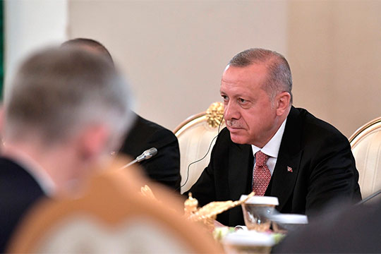 На прошлой неделе президент Турции Реджеп Тайип Эрдоган обвинил Москву в несоблюдении договоренностей по сочинскому и астанинскому соглашениям, фактически предъявив ультиматум