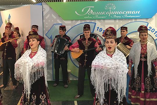 В Башкортостане, где численность татар превышает миллион человек, накануне каждой переписи местными властями, как считают многие общественники, ведется системная работа с целью занижения их численности