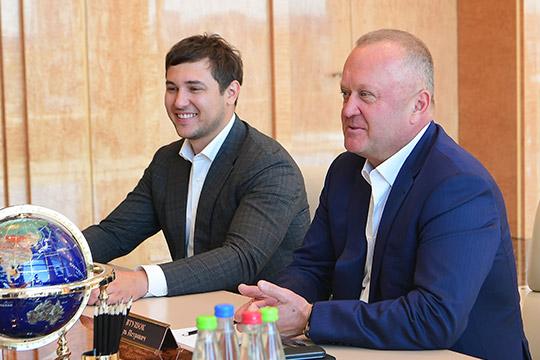 Два бизнесмена сКамчатки— миллиардер исоучредитель «Океанрыбфлота» Игорь Евтушок (справа) иего партнер Валерий Кравцун построятотель Kazan Expo