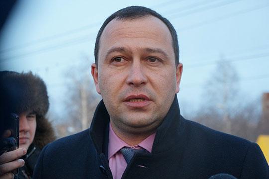 Салават Ситдиков сказал, что у исполкома есть желание внедрить единую диспетчерскую службу и программное обеспечение, которое позволяло бы отслеживать передвижение транспорта в онлайн-режиме