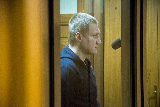Парахин, обращаясь к суду заявил: ранее он пытался покончить собой. Попытка суицида якобы была без причины