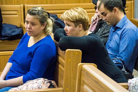 Еще один вопрос, решение по которому вынес судья Беляев, касался гражданского иска сестры погибшей –Веры Королевой (слева)– о возмещении морального вреда