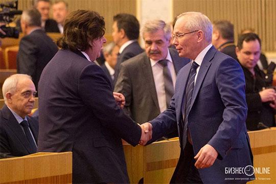 Некоторые вопросы вызывает решение сохранить на своём посту Марданова (на фото справа), возглавляющего башкирское правительство с 2015 года