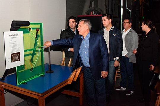 В первый же день Минниханов посетил интерактивный научный музей «Эксплораториум» в Сан-Франциско