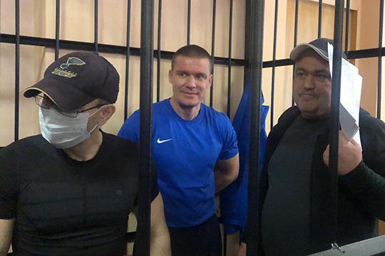 Поверсии обвинения, Андрей Макаров (справа) изкорыстных побуждений создал преступное сообщество, преступную организацию ируководилею