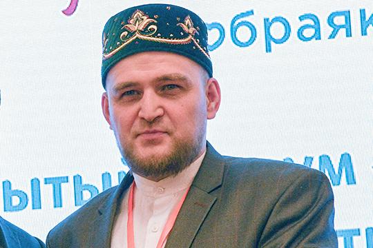 Ирек Зиганшин, даже став председателем Комитета «Халяль» ДУМ РТ, активно защищает компанию Садыкова, всячески оправдываетего