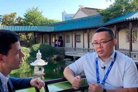 Сунь Чженьхуа: «Да, зарплата вЧелнах немного ниже, чем вЦиндао. Ноесть контрфактор…»