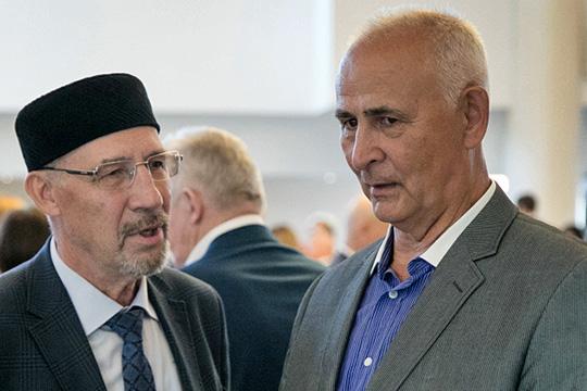 Ринат Мухамадиев (справа): «Ликование вгоды перестройки поповоду демократизации, торжества парламентаризма вРоссии— все это лично для меня погасло стого дня, когда расстреляли наш парламент»
