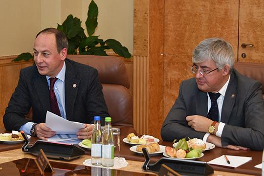 Эдуард Хайруллин (слева):«Журналистика теперь вообще профессия повышенной опасности…»