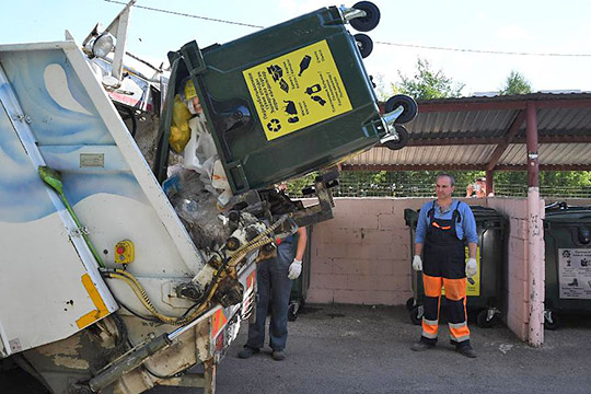 В среднем по России стоимость сбора твердых отходов составляет 120-130 рублей на человека в месяц. В Татарстане сумма на 37% меньше