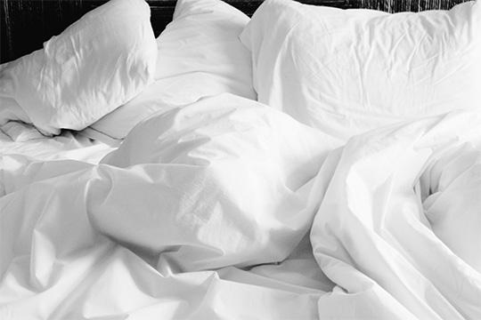«После утренней гимнастики нужно медленно встать с кровати»