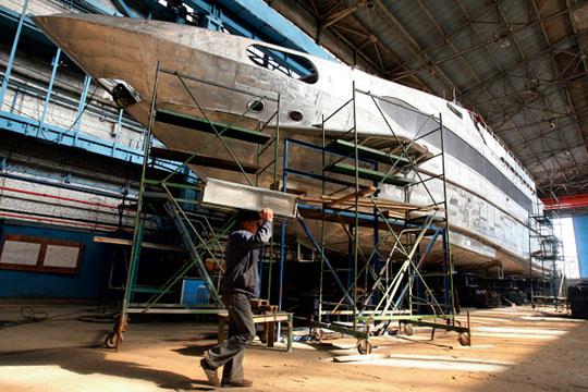 Завод им.Горького известен как строитель скоростных теплоходов проектов А45 иА145