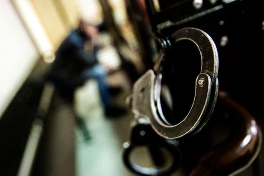 Еще полгода назад оперативники ФСБ задержали с поличным начальника 2-го отдела департамента аудита минобороны России Юрия Ефимова, полковника в отставке