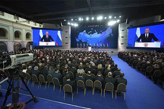На фоне вялого обсуждения послания президента мало кто обратил внимание на состав слушателей Путина, который резко контрастировал с формулировкой «Федеральному Собранию».