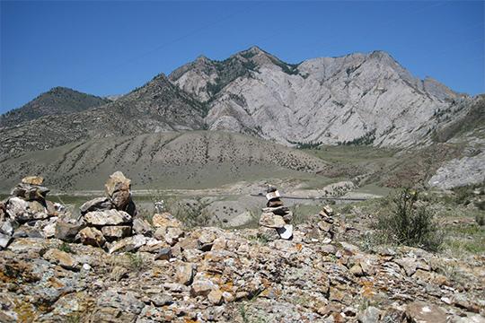 Пирамидки обого, обозначающие незримый Путь в горах