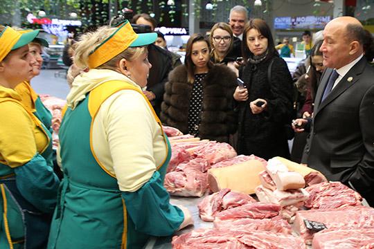 Заинтересовали министра охлаждаемые витрины, накоторых выложено мясо