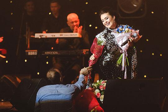 Татарская народная «Кубэлэгем» получила один из самых теплых приемов. Зал хлопал практически на протяжении всей песни