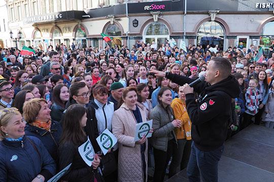 Традиционно вот уже 13-й год подряд 26 апреля в Казани завершает гала-концерт акции «Мин татарча сөйләшәм!» («Я говорю по-татарски!») на улице Баумана