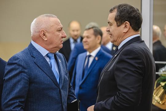 Азат Хамаевзапрошлый год задекларировал 7,6млн рублей, доходов Дауфита Хамадишина после ухода споста начальника УФСИН поРТнепострадал