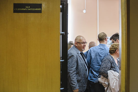По версии обвиняемых, ранее заявленной в ходе процесса, Туртыгин на допросах вел себя «неправомерно», из-за чего некоторым фигурантам дела пришлось лгать