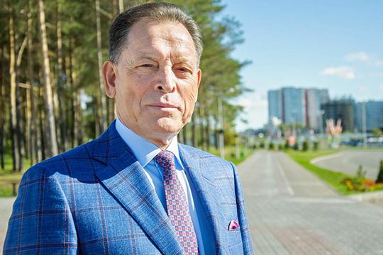 Рафгат Алтынбаеввошел вновейшую историю Татарстана, как один изключевых участников «путча глав» (1998 год), когда главы идепутаты двигали его наместо спикера Госсовета РТ
