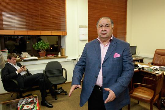 Всплывала информация о том, что распоряжение об увольнении журналистов «Коммерсанта» якобы поступило от собственника издания миллиардера Алишера Усманова