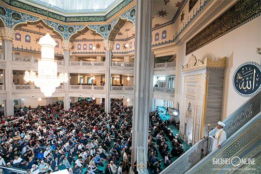«Мы задыхаемся в Соборной мечети. По пятницам только сюда приходят 18 тысяч верующих. Все не вмещаются, поэтому многие остаются на улице»