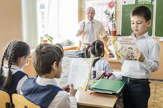 «В школьной программе должны быть два обязательных предмета — татарский язык и литература. Хотя бы по два урока того и другого. Да и вне школьной программы необходимы серьезные усилия по поддержке языка»