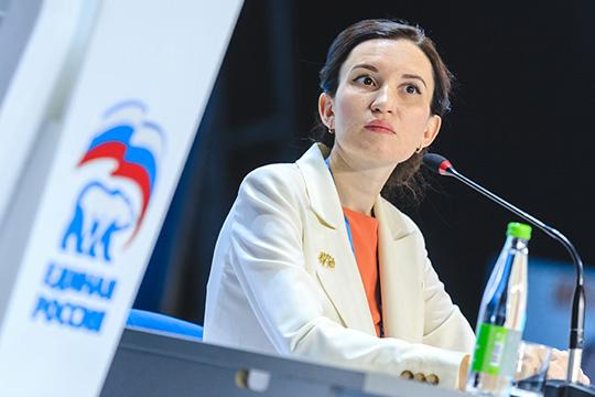 Альбина Насырова (№3 по итогам праймериз ЕР) довольно бойко отвечала на вопросы журналистов о том, что для нее в приоритете
