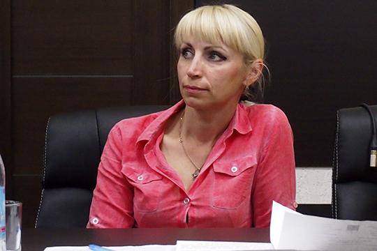 Елена Ивановаподняла проблему несанкционированной уличной торговли. Ей, имеющей все необходимые разрешения, тяжело конкурировать снелегалами