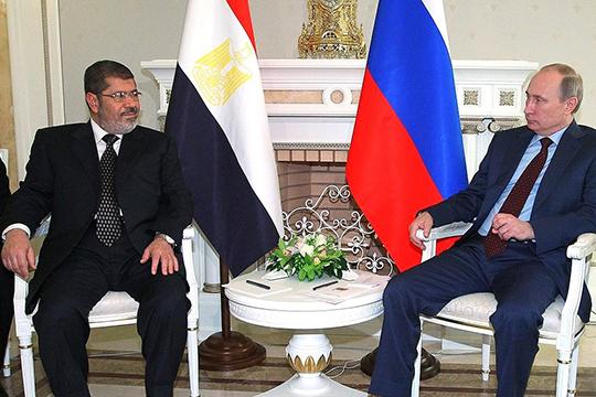 Вбытность Мурси президентом,Путиндважды в2013 году встречался слидером Египта. Нозаметного сближения непроизошло, кроме разговоров одальнейшем развитии туризма