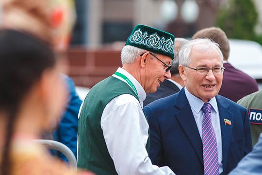 Говорят, Разиль Валеев (справа) можетвозглавит общественную палату РТисделает ееэтакимрупором для отстаивания национальных вопросов