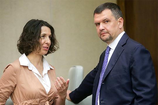 По словам Елены Буниной (слева), «Яндекс» к сентябрю готов выпустить на дороги 100 беспилотников, но при условии, что сертификация ускорится
