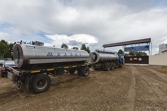 По информации самой компании, сегодня в группу «Агрос» входят три направления: оптовая торговля сырым молоком, завод по производству готовой молочной продукции и транспортная компания