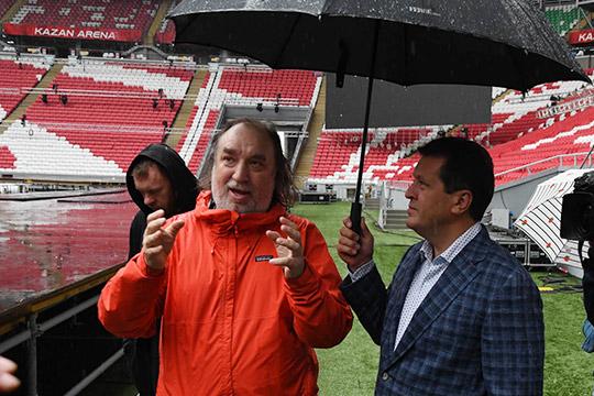 На стадионе «Казань Арена» Алексей Сеченов (слева) готовится к проведению захватывающего шоу
