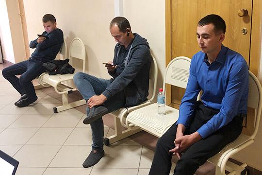 Катались поломбардам дотрех ночи: росгвардейца судят завзятку отнаркомана